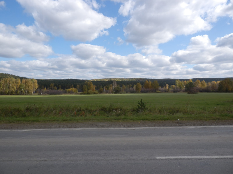 On the road to Poldnevaya village