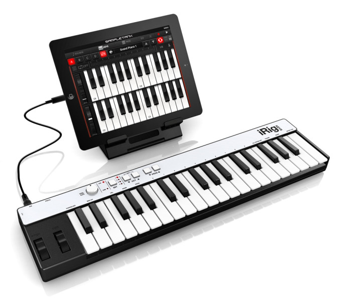 MIDI-контроллер IK Multimedia iRig Keys с iPad'ом
