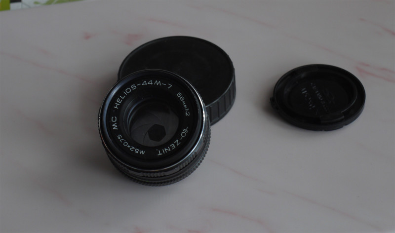Helios 44M-7 photo lens testing, frontal view with partially closed diaphragm